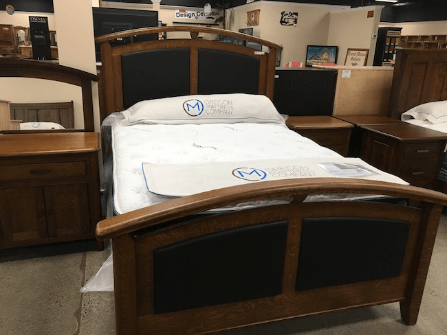 Amish optional leather back bed queen qtr sawn